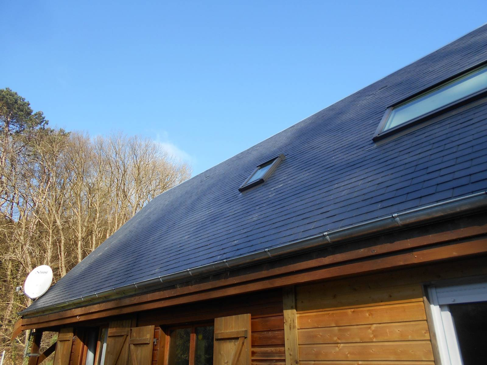 Rénover votre toiture en ardoises par un artisan qualifié proche d'Etretat - Entreprise de ...